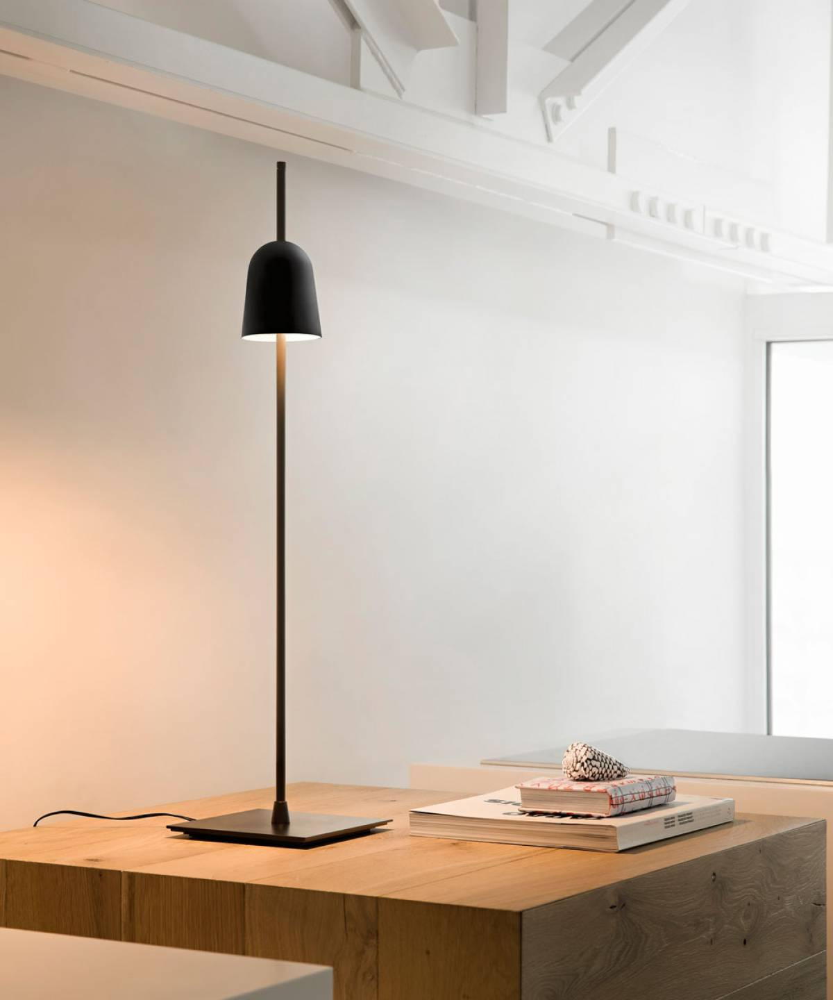 5 Ascent table lamp Luceplan