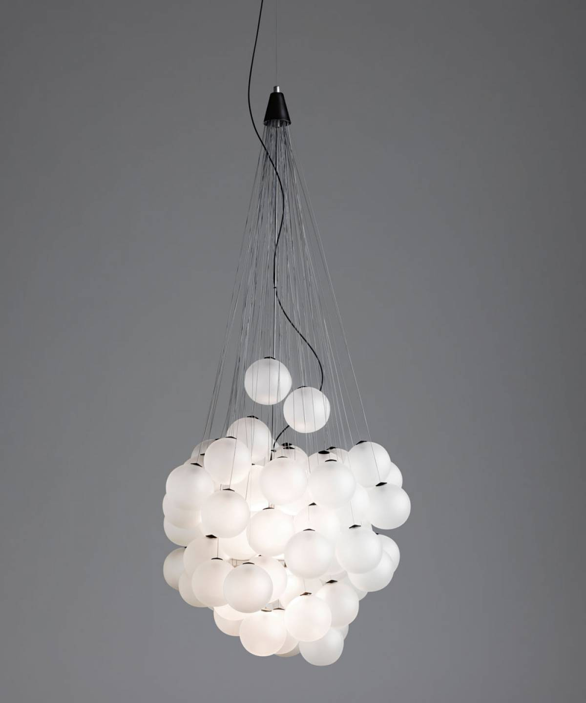 1 Stochastic suspension lamp Luceplan